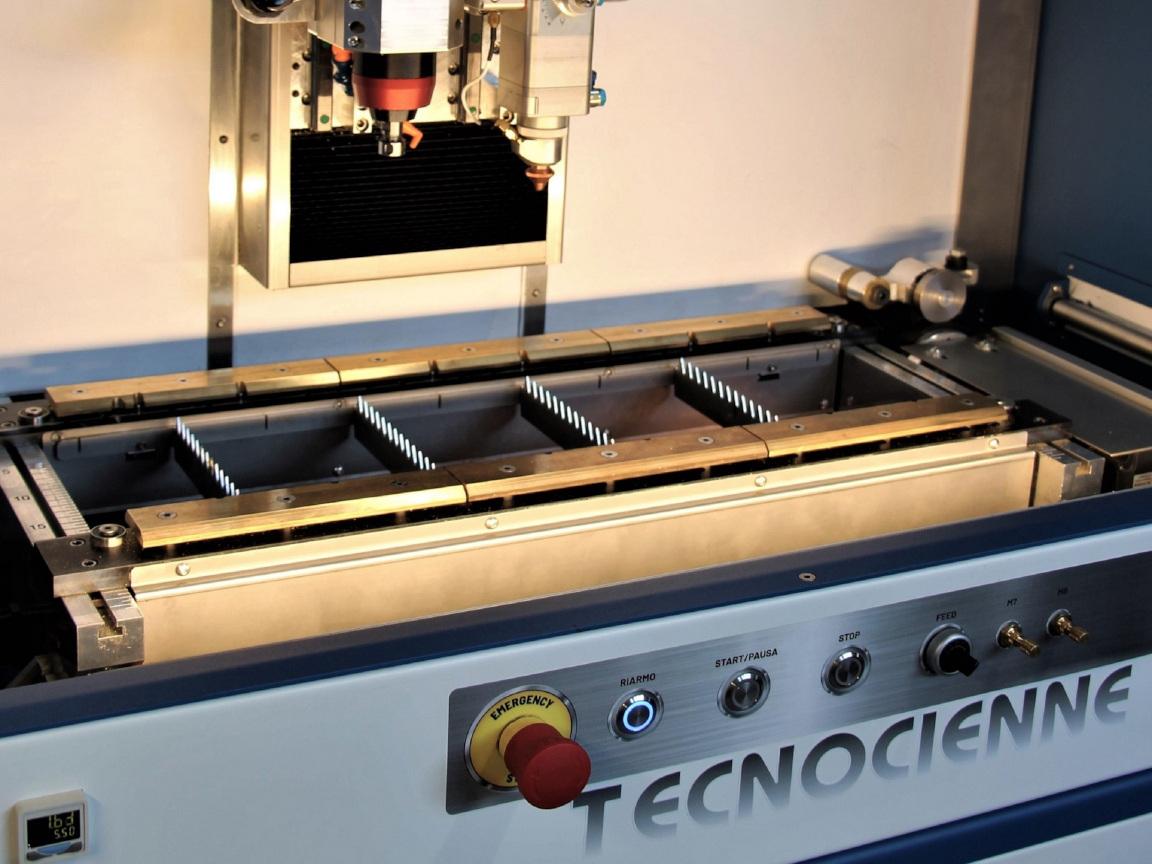 TCN4.3L-macchine-per-oreficeria-e-accessori-moda-tecnocienne-fresatura-laser